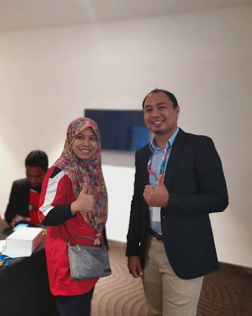 Dengan guru Adiwira PAK21, Cikgu Halizah dari Johor yang aktif dengan Microsoft