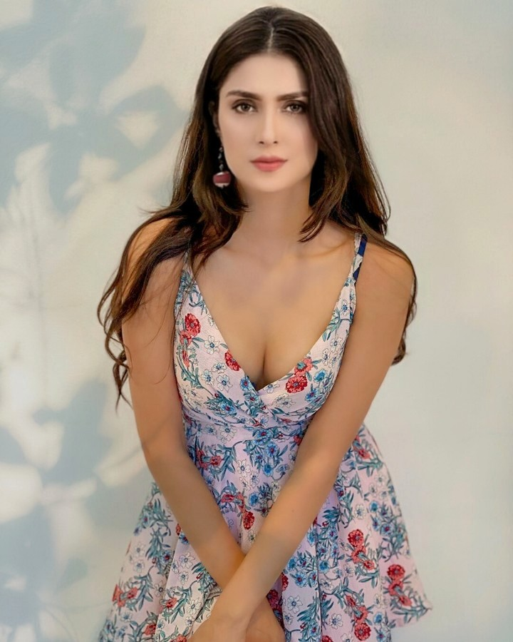 Hot and Sexy Ayeza Khan Pictures 2