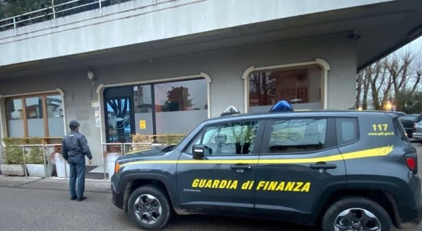 4 Serbs arrested for cheating by pretended to be sheikhs in Italy; they made  € 2.4 million in assets