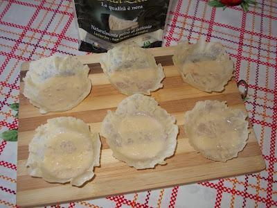 Cicoria ripassata in cestini di formaggio