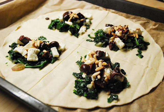 Chaussons épinards - feta - olives