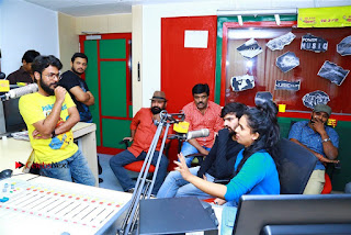 Sanjeev Chetana Uttej at Pichiga Nachav Song Launch at Radio Mirchi Pos  0019.jpg