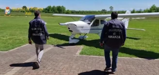 Operazione Icaro - Sequestrati per contrabbando 17 aeromobili per un valore di oltre 10 milioni di euro