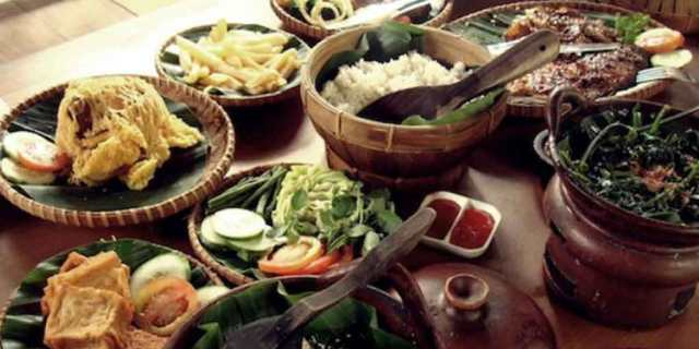Kuliner Kaki Lima (Tempat Jajanan Pinggir Jalan) Terpopuler di Kota Bandung