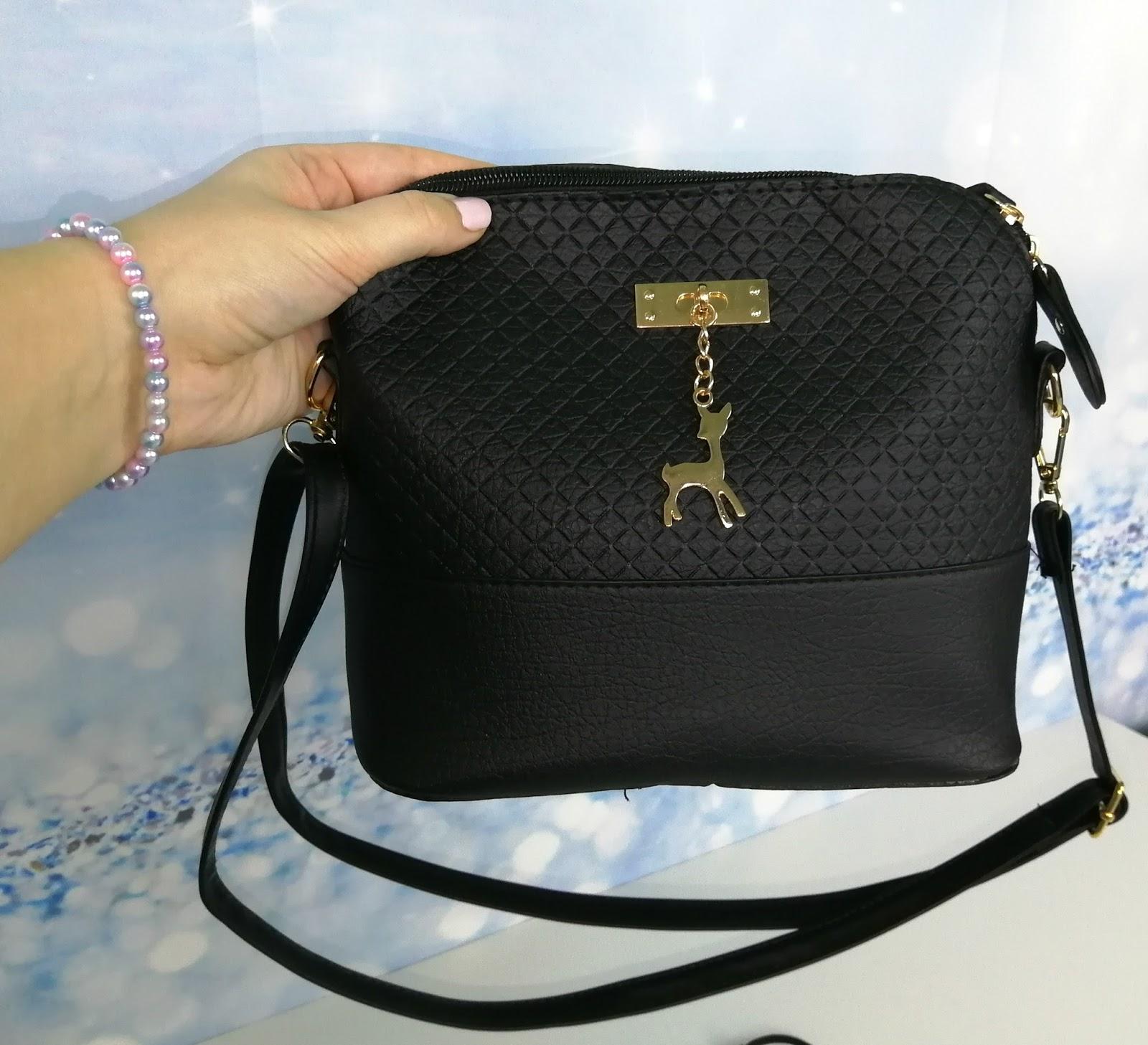 20df052b41 Dámská kabelka s přívěskem
