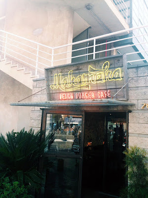 Makamaka Beach burger cafe