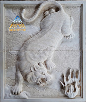 Ukiran relief batu alam paras jogja (batu putih) untuk hiasan tempelan dinding gambar macan