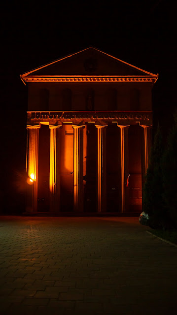 Волгоград ночь свет подсветка колонны