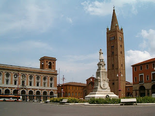 Aurelio Saffi's statue stands at the heart of Piazza Saffi