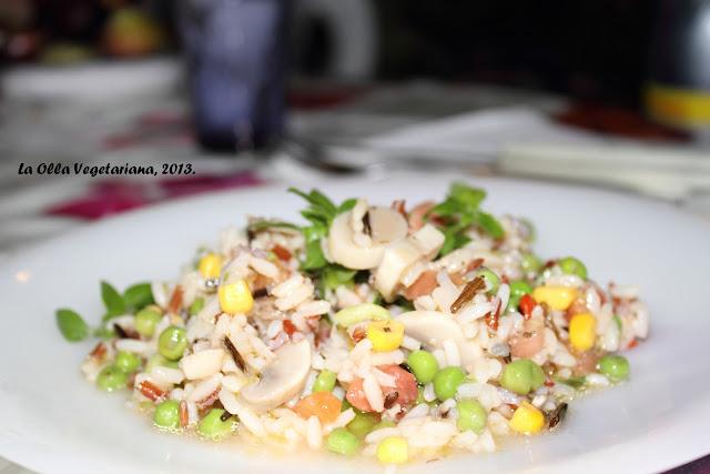 La olla vegetariana veraniega ensalada de arroz - Ensalada de arroz light ...