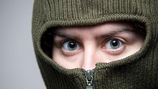 Ilustrasi teroris pria yang ditutup mukanya