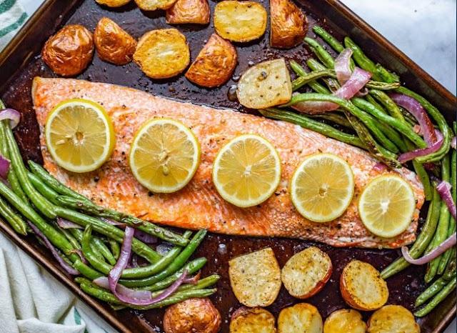 One-pan Salmon and Veggie Bake #healthy #paleo