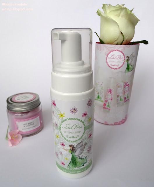 LaBri cvetlična pena za čiščenje obraza