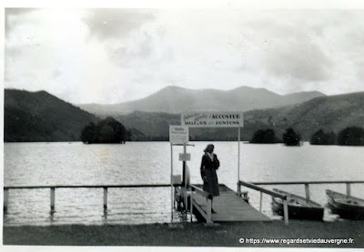 Photo de famille NB panneaux de villes : Le Lac Chambon
