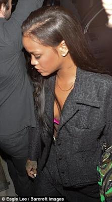 GOSSIP: Rihanna Seen Entering Drake's Hotel Room In Manchester