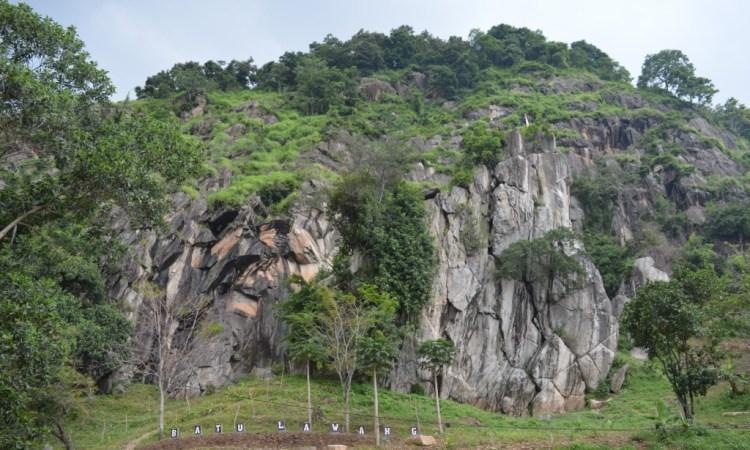 Pesona Keindahan Wisata Batu Lawang di Cirebon yang Memukau