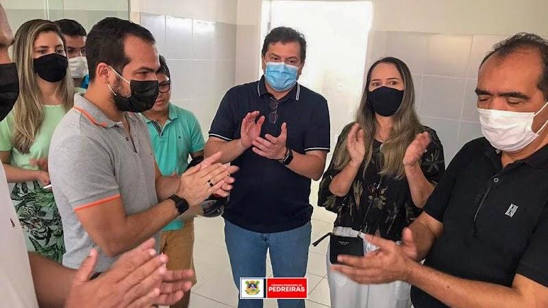 Vereadora Marly Tavares acompanha secretário Simplicio Araújo em visita ao hospital de Pedreiras.