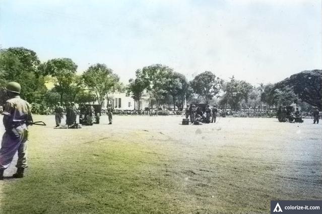 Dalam Sejarah Hari Ini : Bawa Tank dan Meriam, Perwira Militer Bersama 30.000 Orang Demo Istana