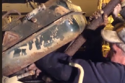 Bongkar Tank Tua, Pria Ini Temukan Emas Batangan Senilai Rp36 Miliar
