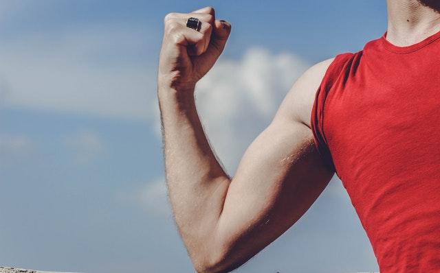 Hoe kom je van de slappe armen af door te sporten?