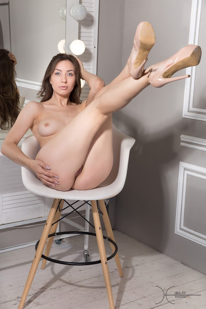 [Heal-Fit] Paula - In The Dressing Room - Girlsdelta