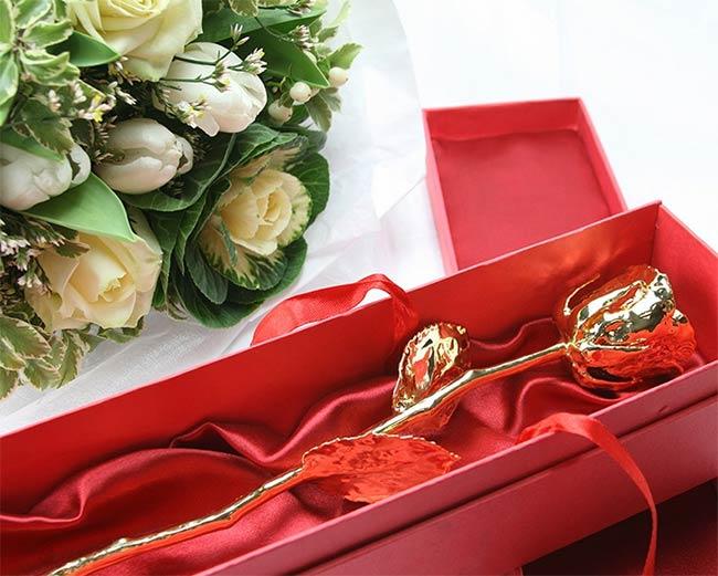 https://www.cadeaux.com/v2/boutique/cadeau-rose-en-or-et-son-coffret-grave-r4885000.html