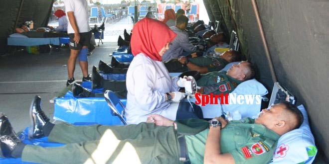 Prajurit Kodam XIV/Hsn Sumbangkan Darahnya Ke PMI Kota Makassar