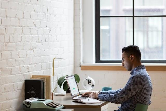 इंटरनेट पर कितना और कैसे पैसा कमाते है लोग ?