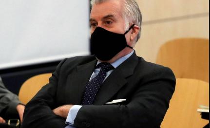 Bárcenas ha afirmado esta tarde que Esperanza Aguirre recibió 60.000 euros de una constructora en la sede del partido
