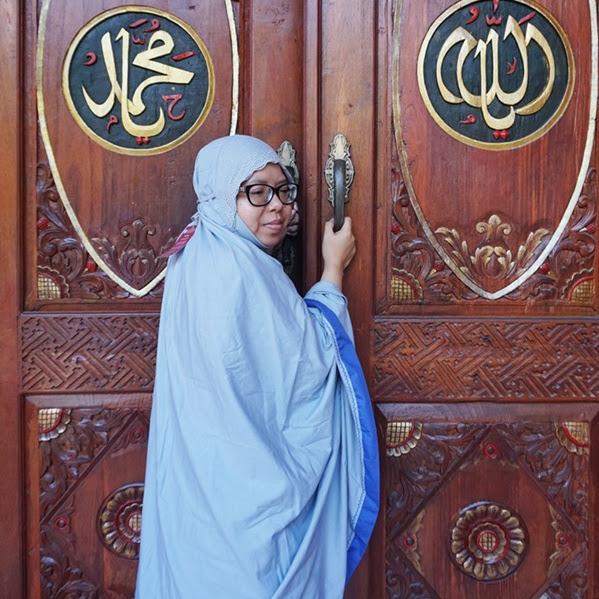 Tampil Anggun Di Hari Raya Dengan Mukena Siti Khadijah