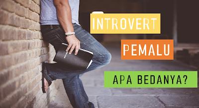 tidak banyak melaksanakan sesuatu yang menarik perhatian orang √  Kamu itu Introvert apa Pemalu sih, atau Keduanya? Ini Perbedaanya