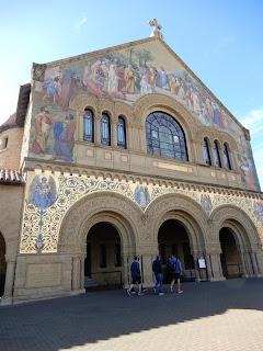 スタンフォード大学記念教会前