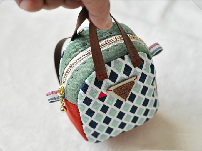Make a Mini Back Pack Coin Purse and Key Chain. Sewing Tutorial in Pictures.