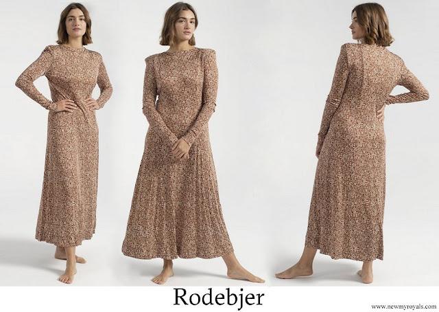 Princess Sofia wore Rodebjer Acela Swirl Dress - Raw Umbra on Garmentory