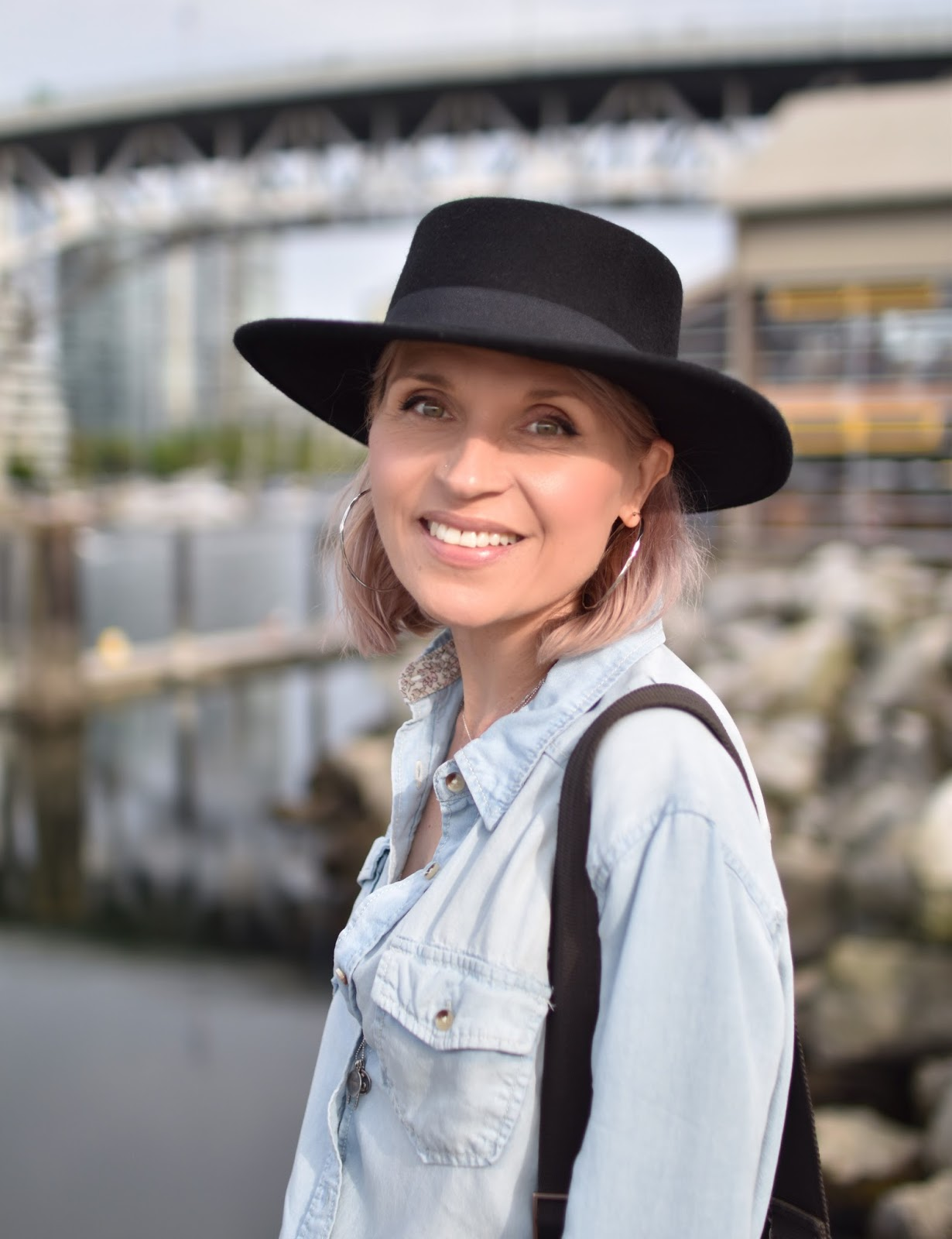 Monika Faulkner personal style inspiration - chambray shirt, Lucky Brand bowler hat