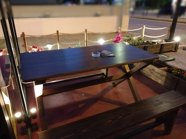 Burger_apo_spiti_table