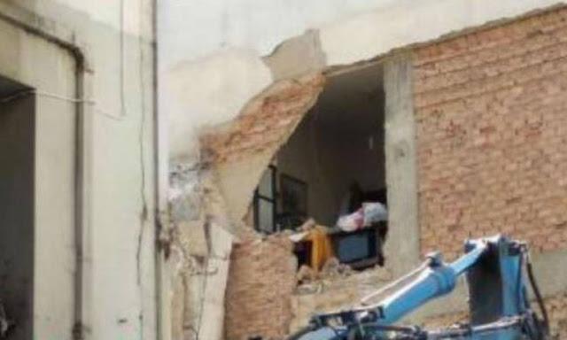 Πάτρα: Γκρέμισαν λάθος σπίτι την ώρα που ήταν μέσα ο ιδιοκτήτης του (photo)