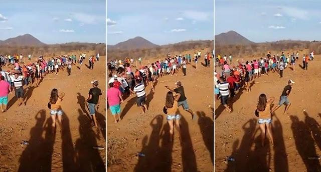 Vídeo:homem escapa da morte após arma do inimigo falhar