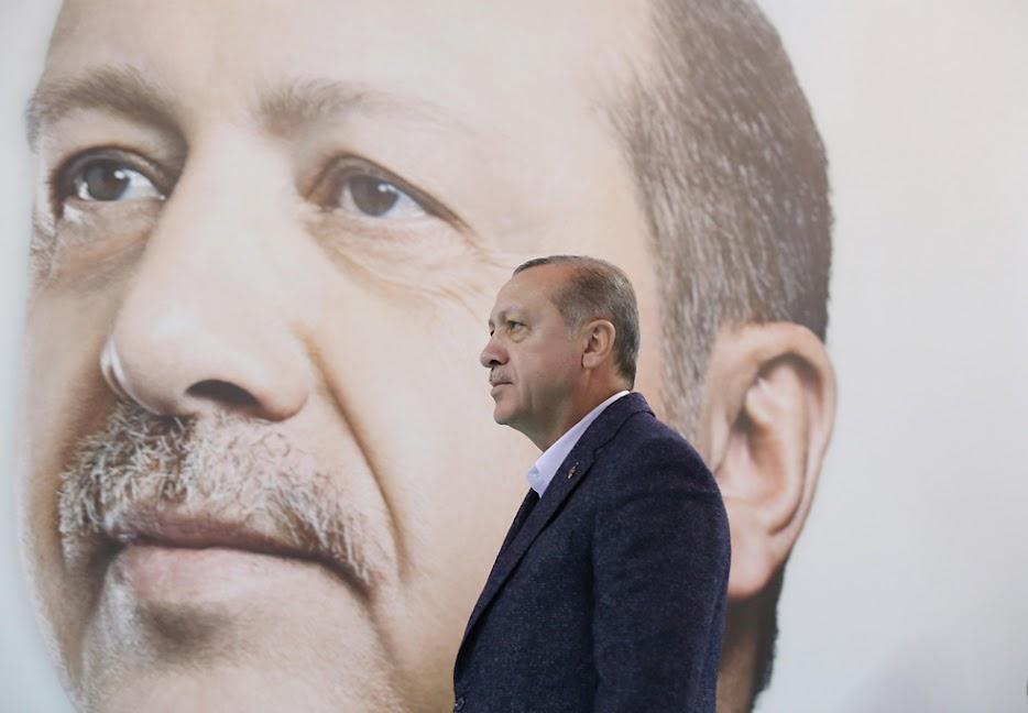 Ο Ερντογάν μιλάει για ειρήνη παραβιάζοντας τις διεθνείς συνθήκες