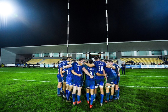 Leinster together in a huddle