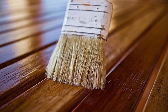 pennello-colore-legno-vernice