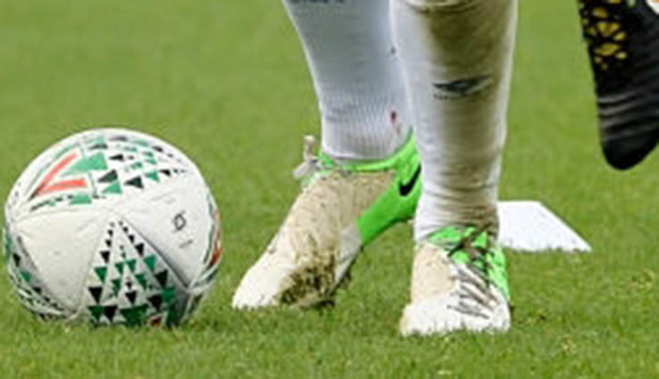cdc6f546bf61 Unlike Rooney's previous Nike Total 90 Laser II football boots paint jobs, Wayne  Rooney's latest Nike Total 90 soccer boots are identical to a standard ...