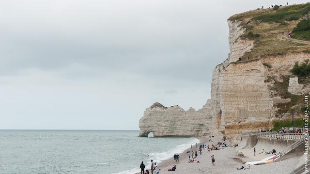 Étretat viaje Bretaña Normandia turismo acantilados paisaje naturaleza