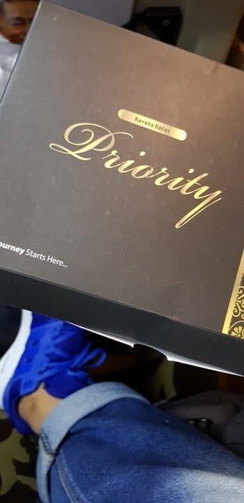 snack di gerbong kereta api  Argo Parahyangan Priority VIP