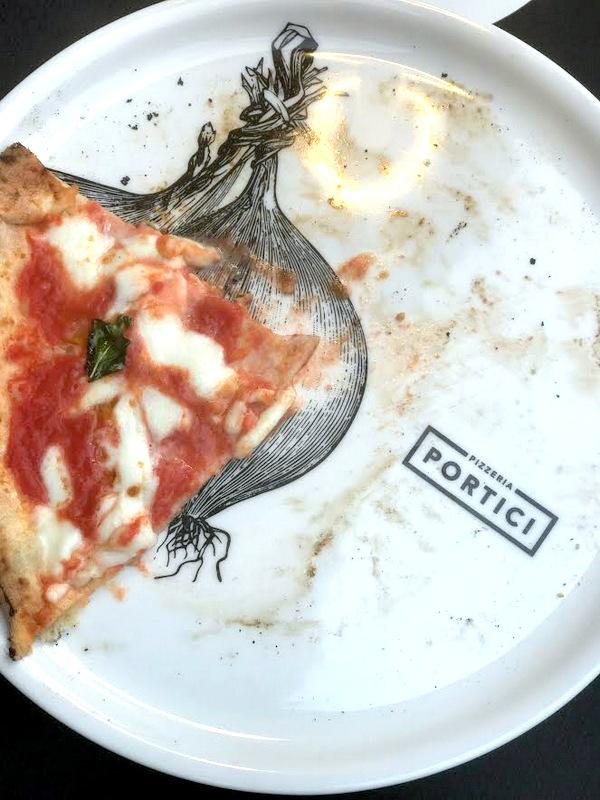 Mangiare La Pizza Sulla Terrazza Del Pincio Coi Portici La