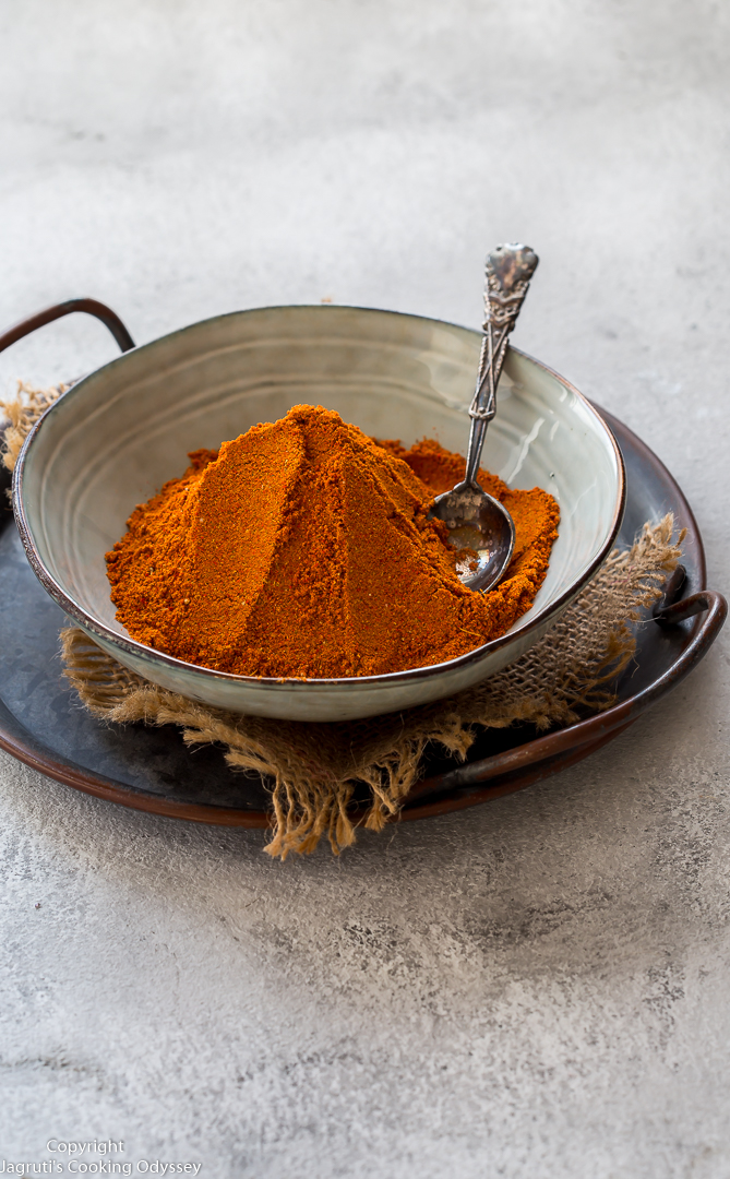 Homemade Indian Curry Masala Powder is fresh, flavourful and free from all artificial colours and preservatives. If you love curry flavoured food, then you need to try out this easy and inexpensive Curry Masala Powder that can be done in less than 15 minutes with some everyday kitchen cupboard ingredients.   This vegan masala can be used for any vegetarian or non-vegetarian curries and is an ideal gift to your foodie friend.