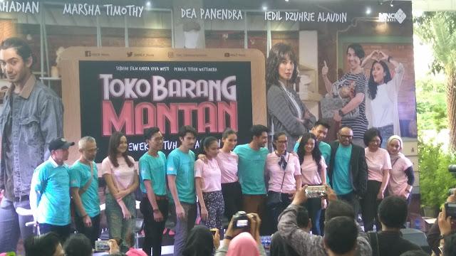 Para pemeran, penulis, sutradara, dan produser Toko Barang Mantan (dok.windhu)