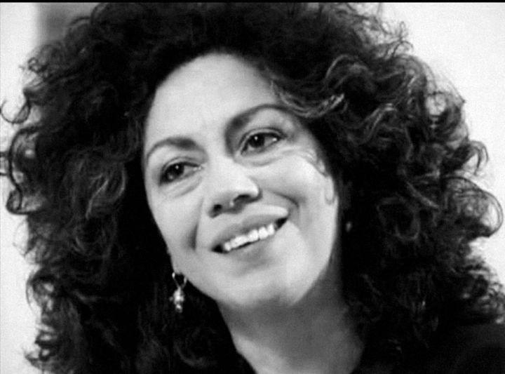 https://www.notasrosas.com/Doris Salcedo, creadora de obras que se parecen a los problemas vividos