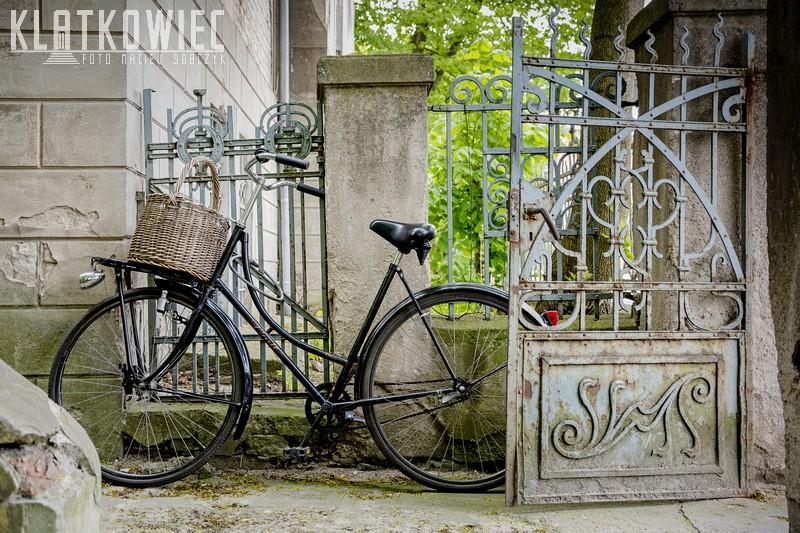 Poznań: secesyjne ogrodzenie i rower - jak za dawnych lat