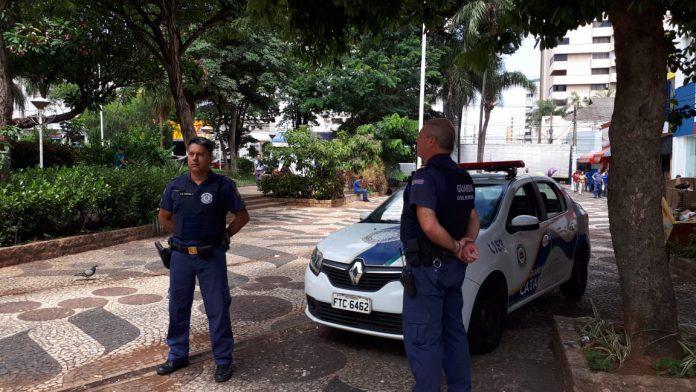 GCM ampara adolescente encontrada sozinha na rodoviária de Catanduva